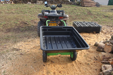 Plastový vozík za čtyřkolku