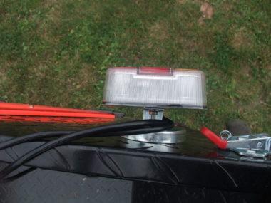 Magnetické LED světlo na přívěs