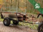 přeprava delších kusů dřeva na přívěsu Farmář